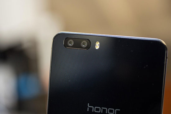 Huawei P8 vs Honor 6 Plus Review with Camera Samples 14