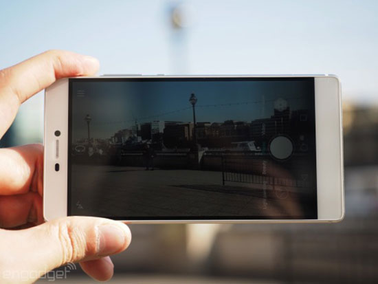 Huaweis flagship P8 smartphone is all about the fancy camera 11